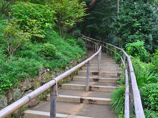 椿山荘の庭園階段