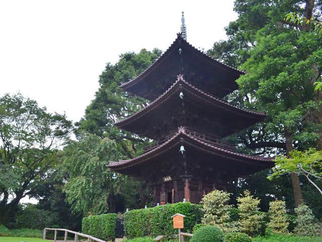 椿山荘の三重塔