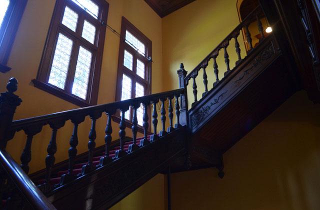 旧岩崎邸洋館の大階段