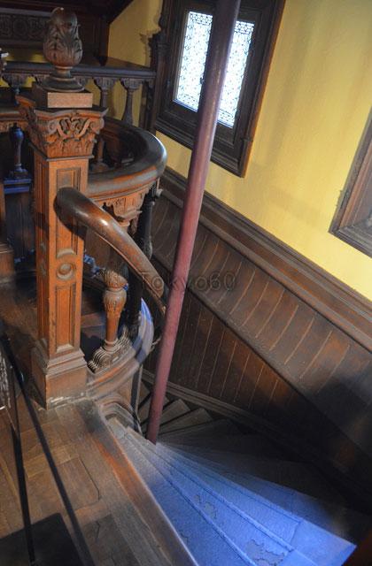 旧岩崎邸洋館の地下階段