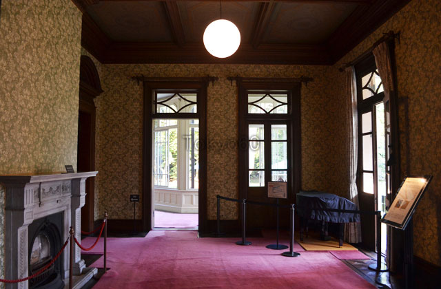旧岩崎邸洋館の客室