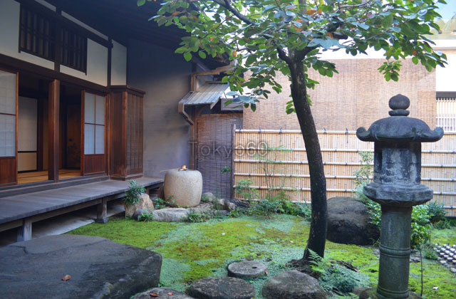 旧岩崎邸、和室の坪庭