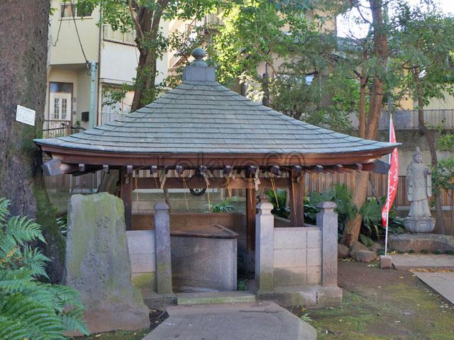 清土鬼子母神の星の井(三角井戸)
