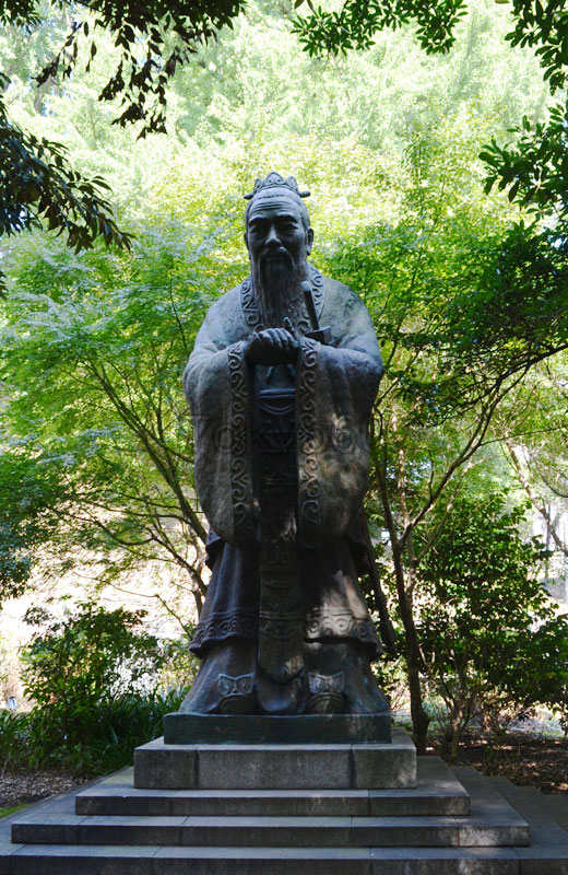 湯島聖堂の孔子銅像