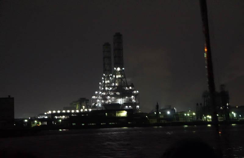 工場夜景クルーズ川崎天然ガス発電所の煙突