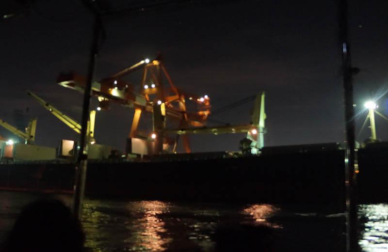 川崎工場夜景クルーズ大型タンカー