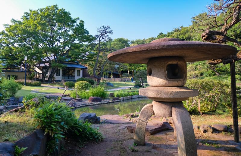 肥後細川庭園の雪見灯籠