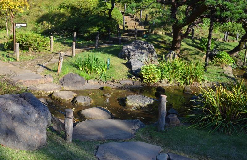 肥後細川庭園の遣り水
