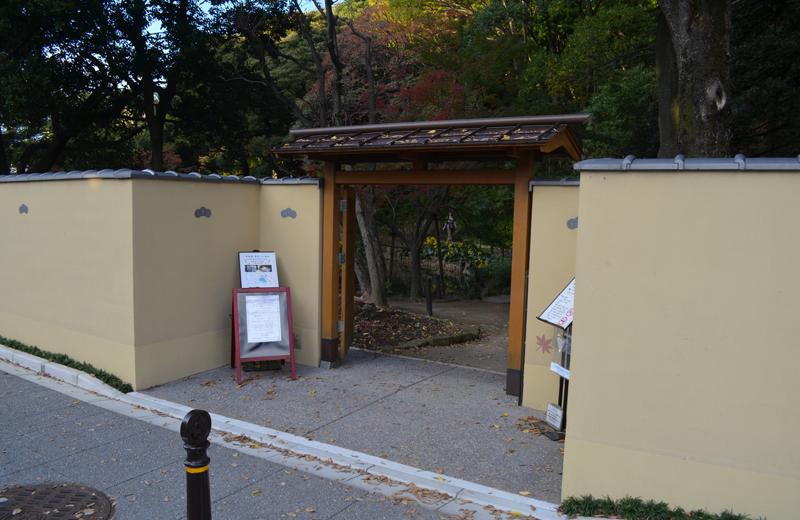 肥後細川庭園の南門