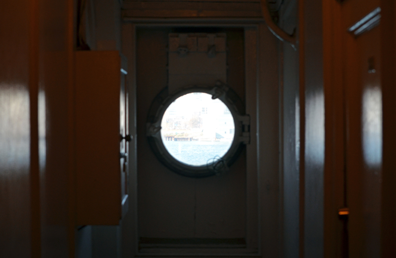横浜山下公園氷川丸の窓