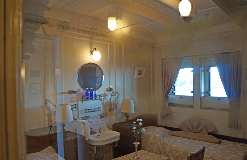 横浜山下公園氷川丸の一等客室