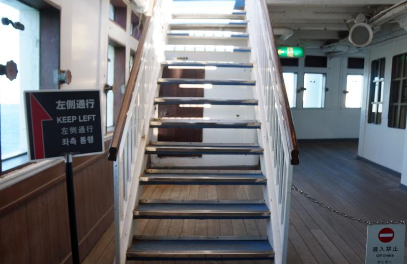 横浜山下公園氷川丸の階段