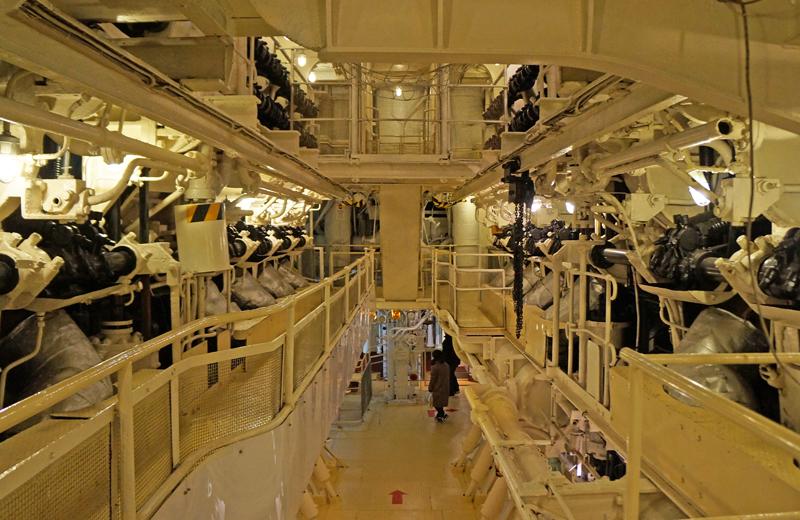 横浜山下公園氷川丸の機関室エンジンルーム