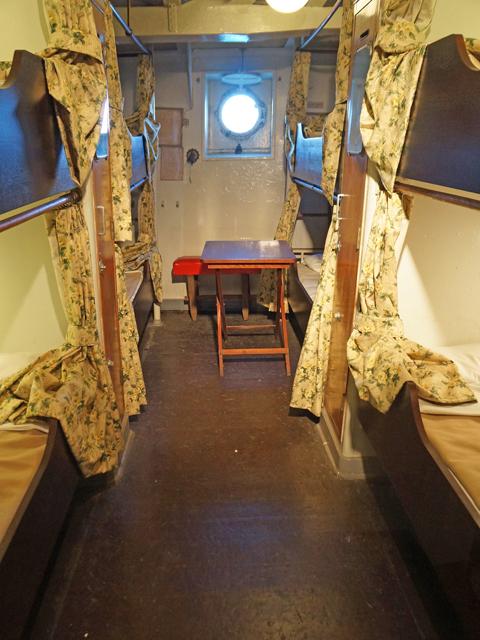 横浜山下公園氷川丸の三等客室