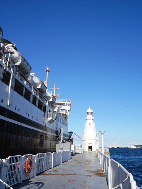 横浜山下公園氷川丸の白灯台
