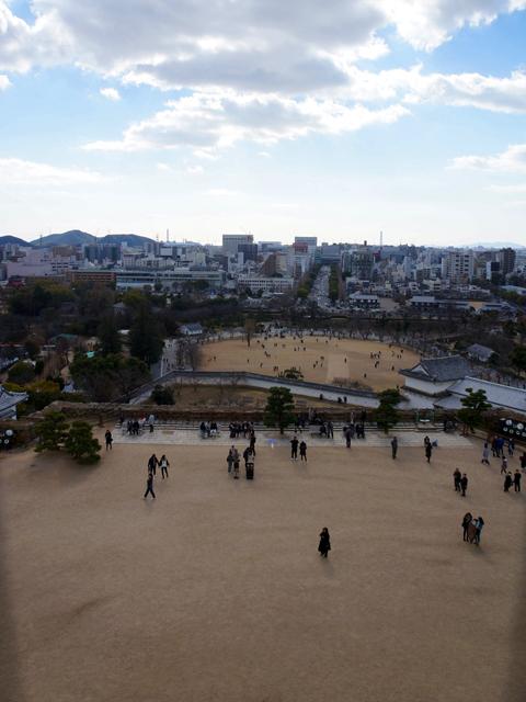 姫路城地上1階から見る三の丸公園