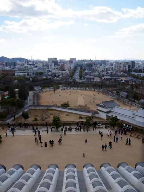 姫路城。地上2階から見る三の丸公園