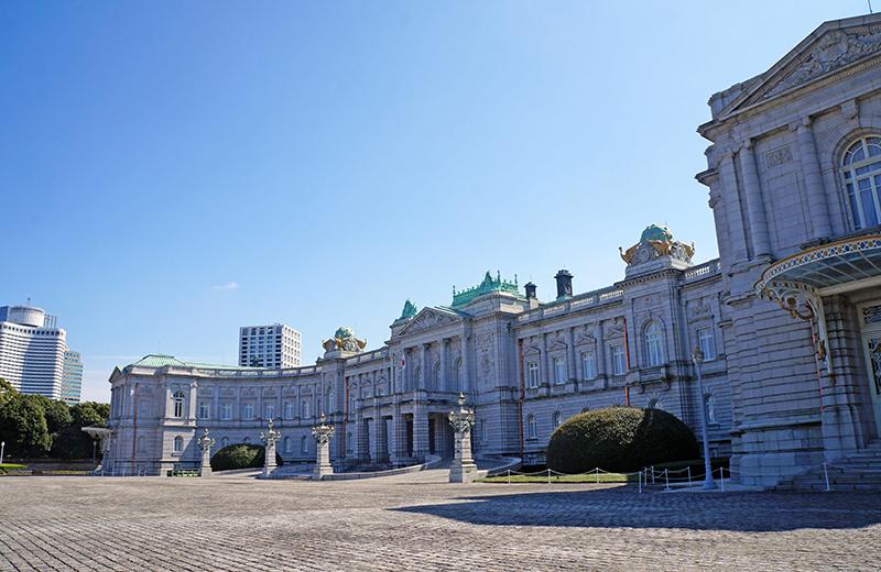 前庭正面から迎賓館赤坂離宮本館