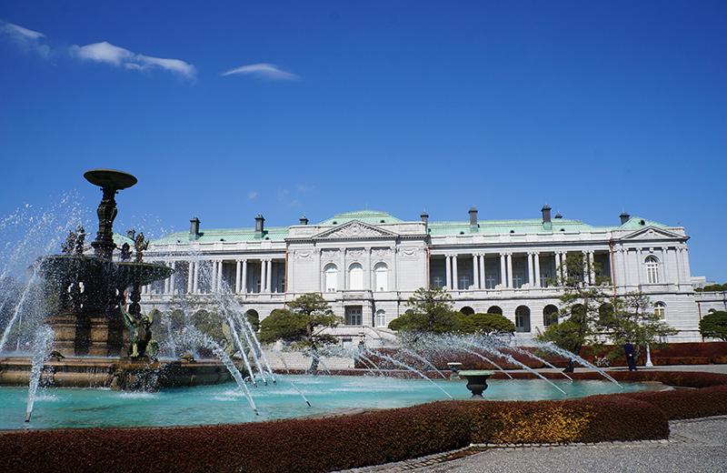迎賓館赤坂離宮本館と噴水