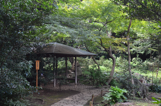 六義園の滝見茶屋