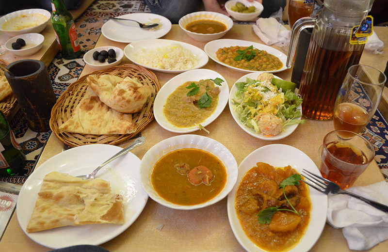 ザクロ、トルコ料理のコース