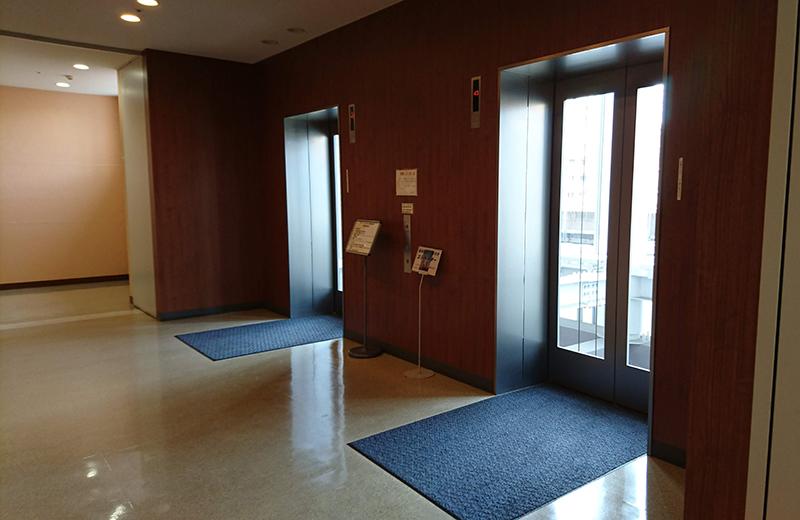 45階展望台直通のエレベーター/アイ・リンクタウンいちかわ