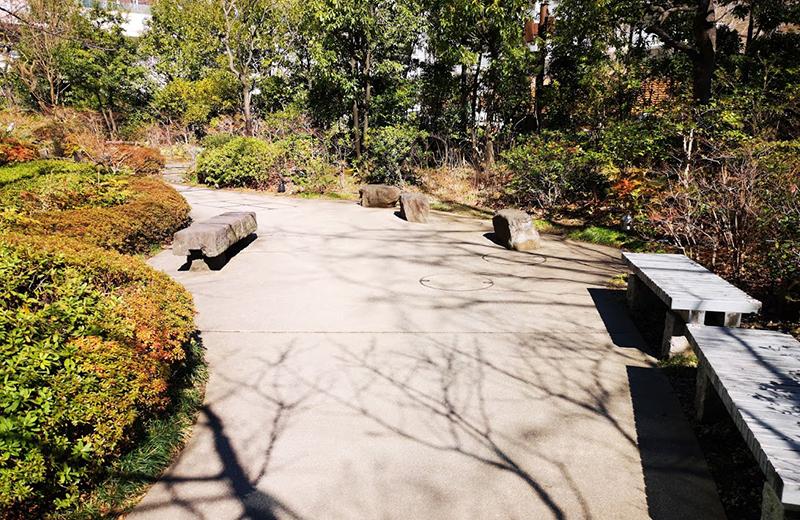 【六本木】毛利庭園で四季の自然を楽しみながら散歩する
